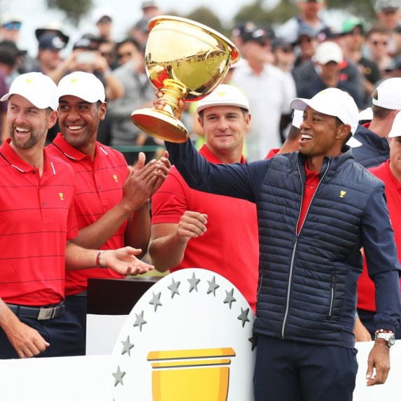 tiger-woods-team-trophy-presidents-cup-2019